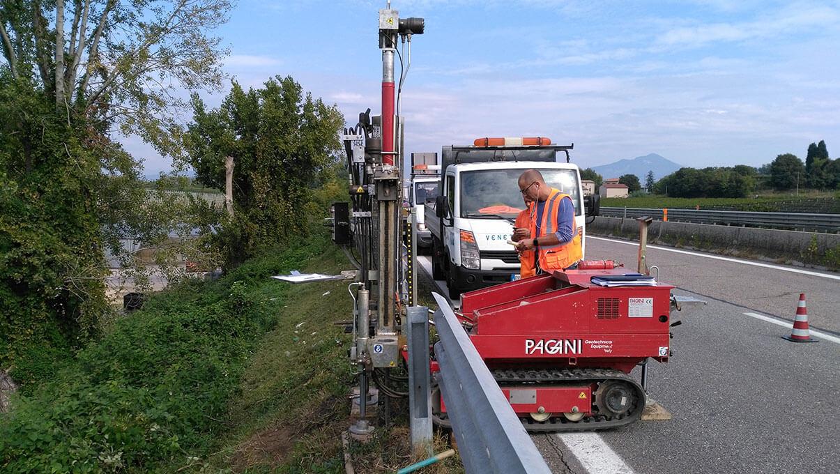 Prove DPSH (Penetrometro Dinamico Pesante) a ridosso di sede stradale - AFFI (VR)