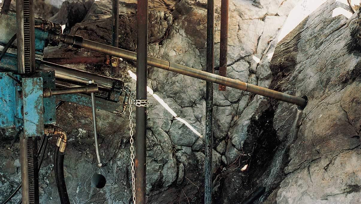 Carotaggio rupe per posa di chiodature e tiranti lunghi 20 mt