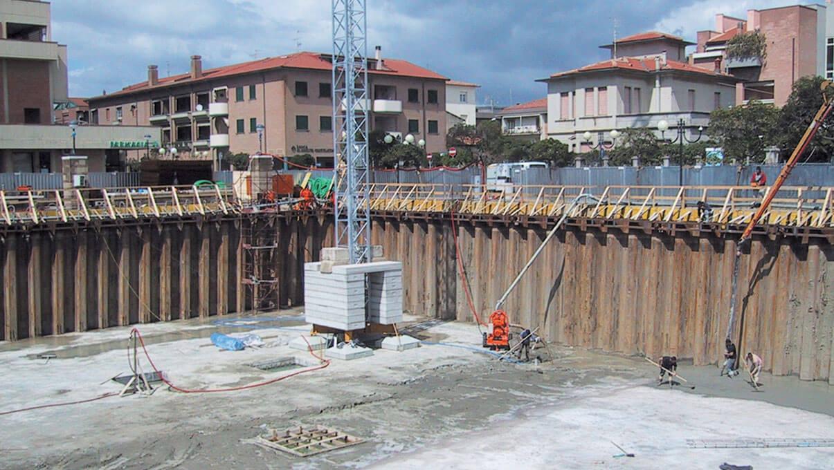 Palancole in acciaio Tirantate di contenimento scavi per autorimesse interrate - MARINA DI GROSSETO (GR)