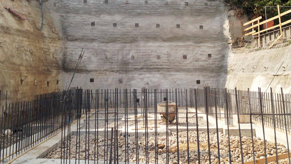 Consolidamento murario mediante chiodi, rete elettrosaldata e spritz beton - PADENGHE SUL GARDA (BS)