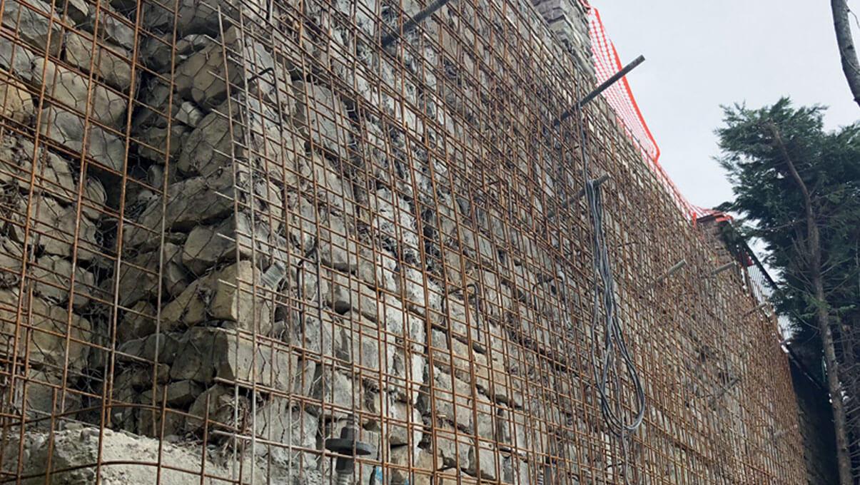 Consolidamento murario mediante chiodi, rete elettrosaldata e spritz beton - CASTELNUOVO NE' MONTI (RE)