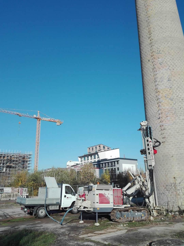 Sondaggi in fondazione per controllo statico della ciminiera - MILANO