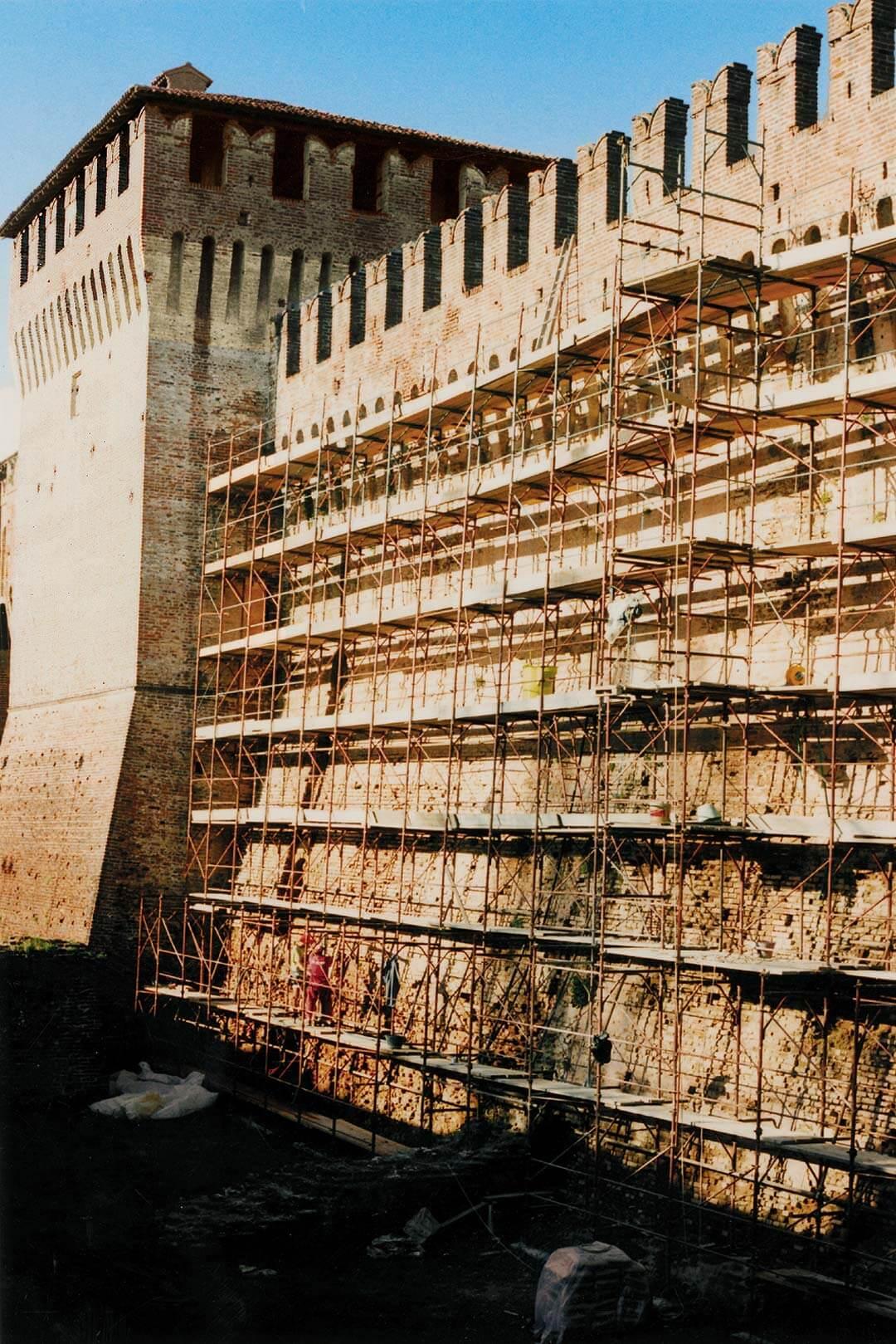 Consolidamento del paramento murario sul lato ovest